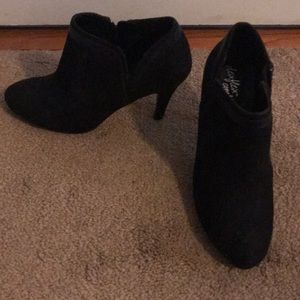 Black felt Ankle booties with a heel size 6